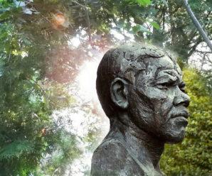 Nelson Mandela: A Biography of Nelson Mandela!