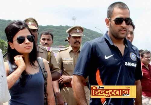 M S Dhoni And Shakshi