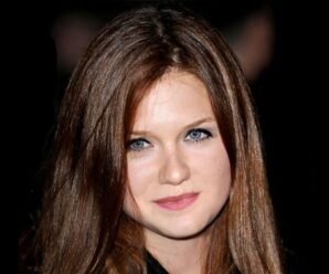 British Actress, Director, Screenwriter, Model, and Activist Bonnie Wright Biography, Real Name, Family and More.
