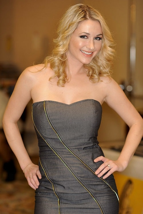 Andrea Lowell Biography, Birthday, Family, Education, Career, Boyfriend, and many more!